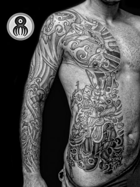 Tatuaje De Un Samurai Y Algunas Carpas Tattoo En Blanco Y Negro