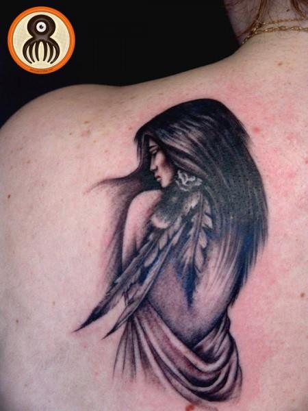 Tatuaje De Una Chica India De Espaldas