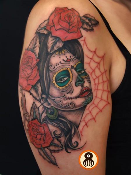 Tatuaje De Una Calavera Mexicana Y Algunas Rosas