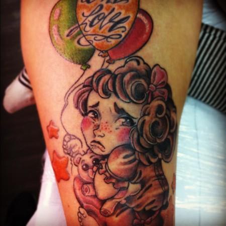 Tatuaje De Una Niña Con Unos Globos