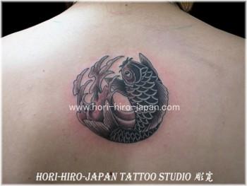 Tatuaje Redondo De Una Carpa