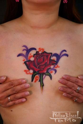 Tatuaje De Rosa En El Pecho