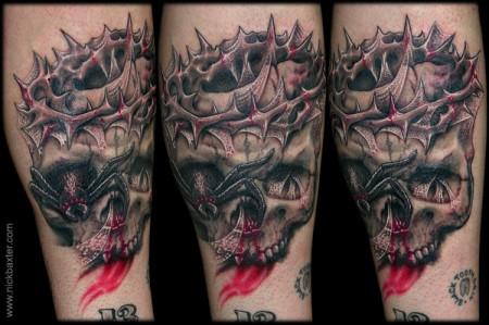 Tatuaje De Una Calavera Con Una Corona De Espinas
