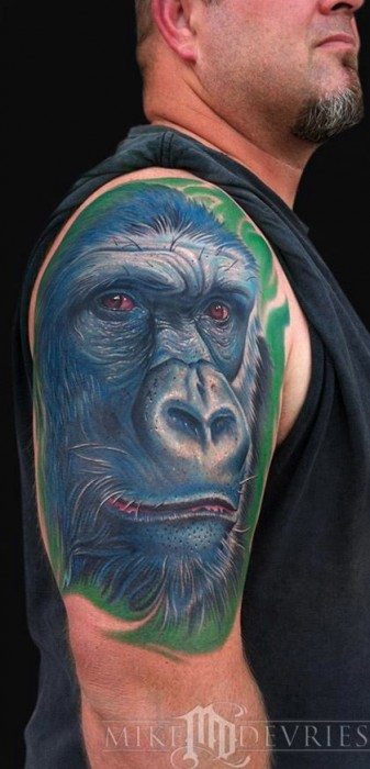 Tatuaje De Una Cara De Gorila En El Hombro Tatuajes De Monos