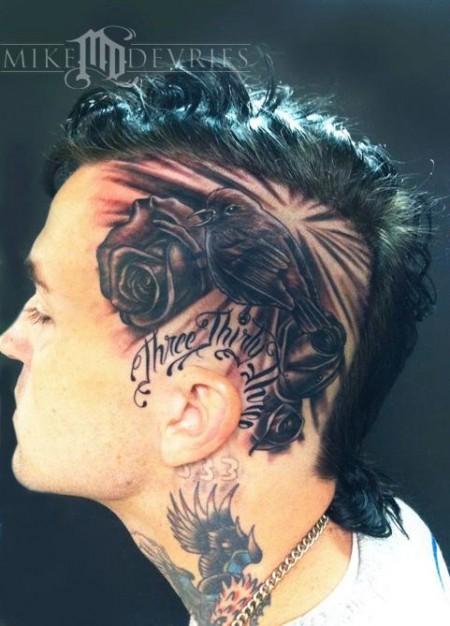 Tatuajes De Rosas Y Un Pájaro En La Cabeza
