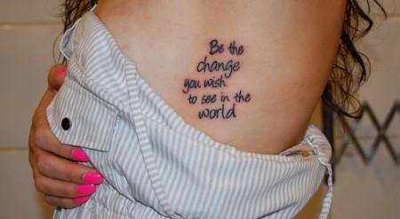 Tatuaje Para Mujer De Una Frase En El Costado