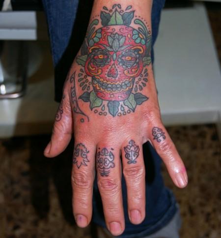 Tatuaje En La Mano De Una Calavera Mexicana