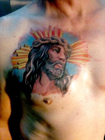 Tattoo De La Cara De Cristo En El Pecho