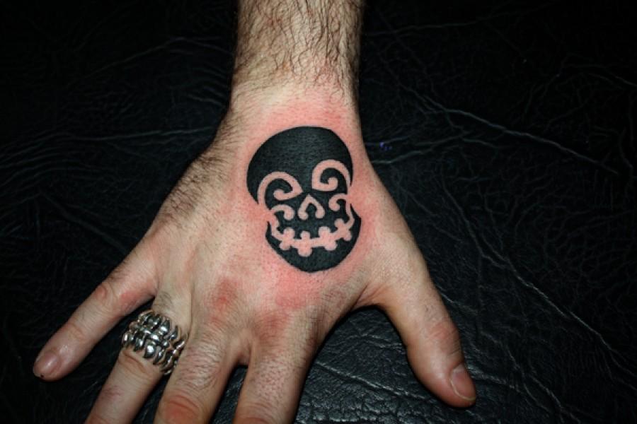 Tatuaje De Una Calavera En La Mano