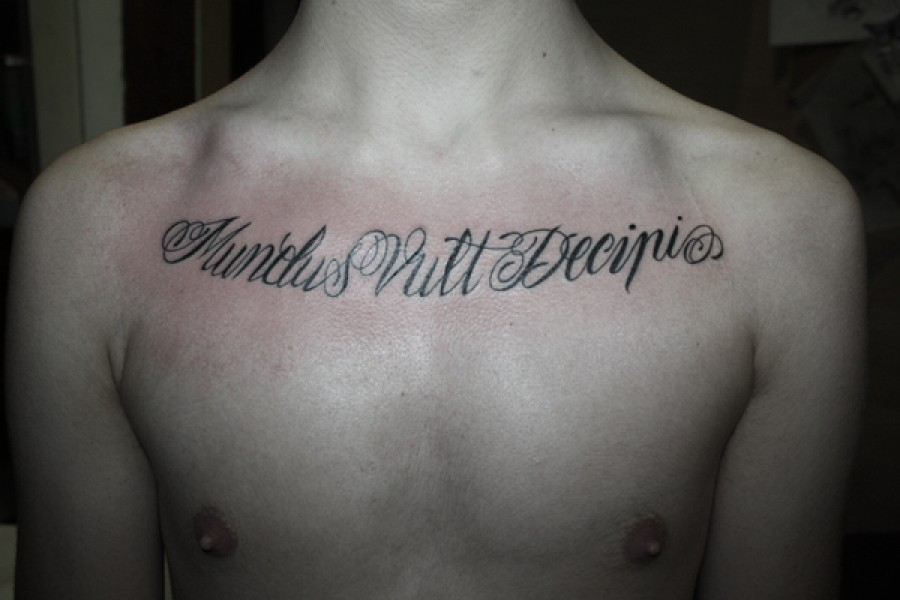 tatuajes italiano pecho grande