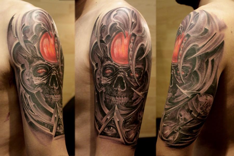 Tatuaje de una calavera en un marco alienígena