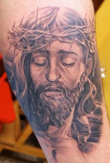 Tatuaje De Cristo Con Su Corona De Espinas