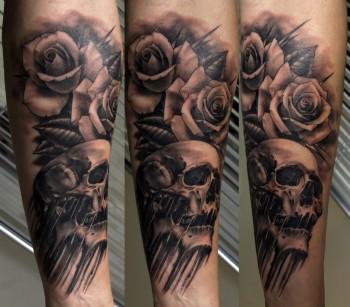 Tatuaje De Rosas Y Calavera