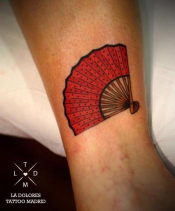 tatuaje de un abanico tatuajes en color. Black Bedroom Furniture Sets. Home Design Ideas