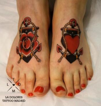 Tatuaje De Anclas En Los Pies Un Pié Con Una Rosa Y El Otro Con Un