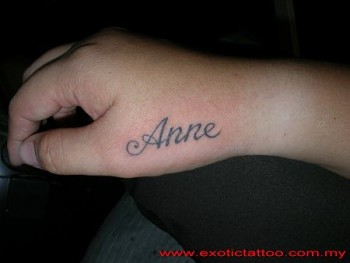 Tatuaje Del Nombre Anne En La Mano