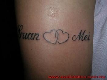 Tatuaje De Dos Nombres Con Dos Corazones