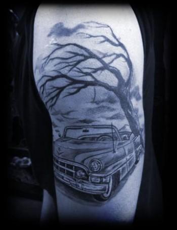 Tatuaje de un descapotable bajo un rbol sin hojas for Significado de un arbol sin hojas