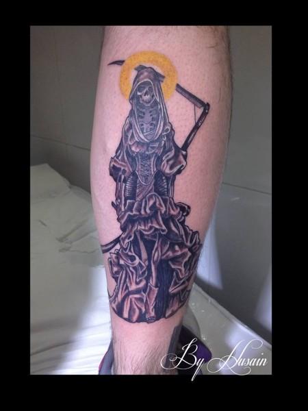 Tatuaje De La Muerte Con Aureola De Santa