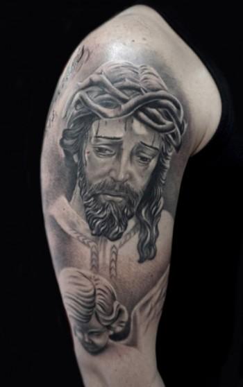 Tattoo En El Brazo De Cristo En Blanco Y Negro Con Un ángel