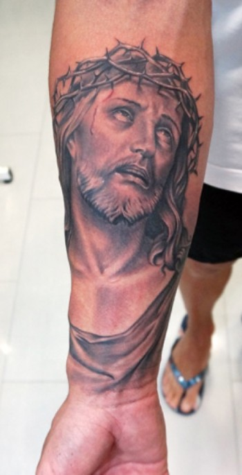 Tatuaje De Cristo En El Antebrazo