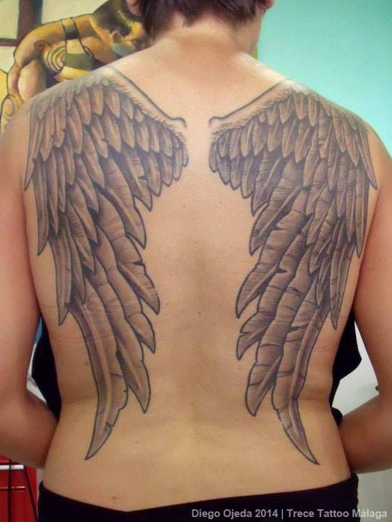 Tatuaje De Unas Alas De ángel En La Espalda