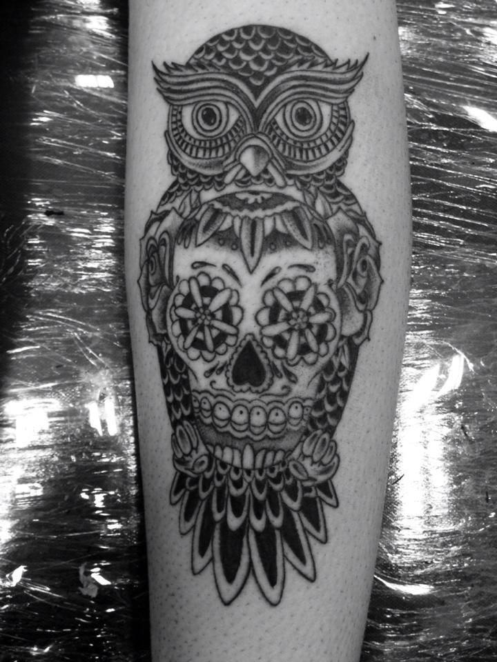 Tatuaje De Un Búho Y Una Calavera De Azucar