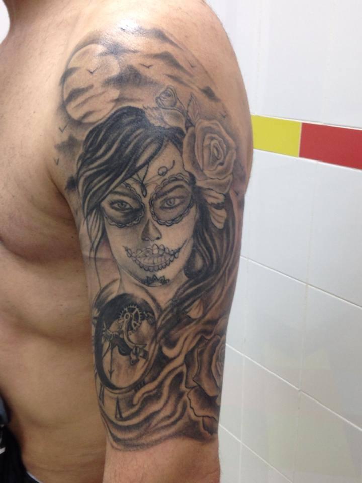 Tatuaje De Una Calavera Mexicana En El Brazo