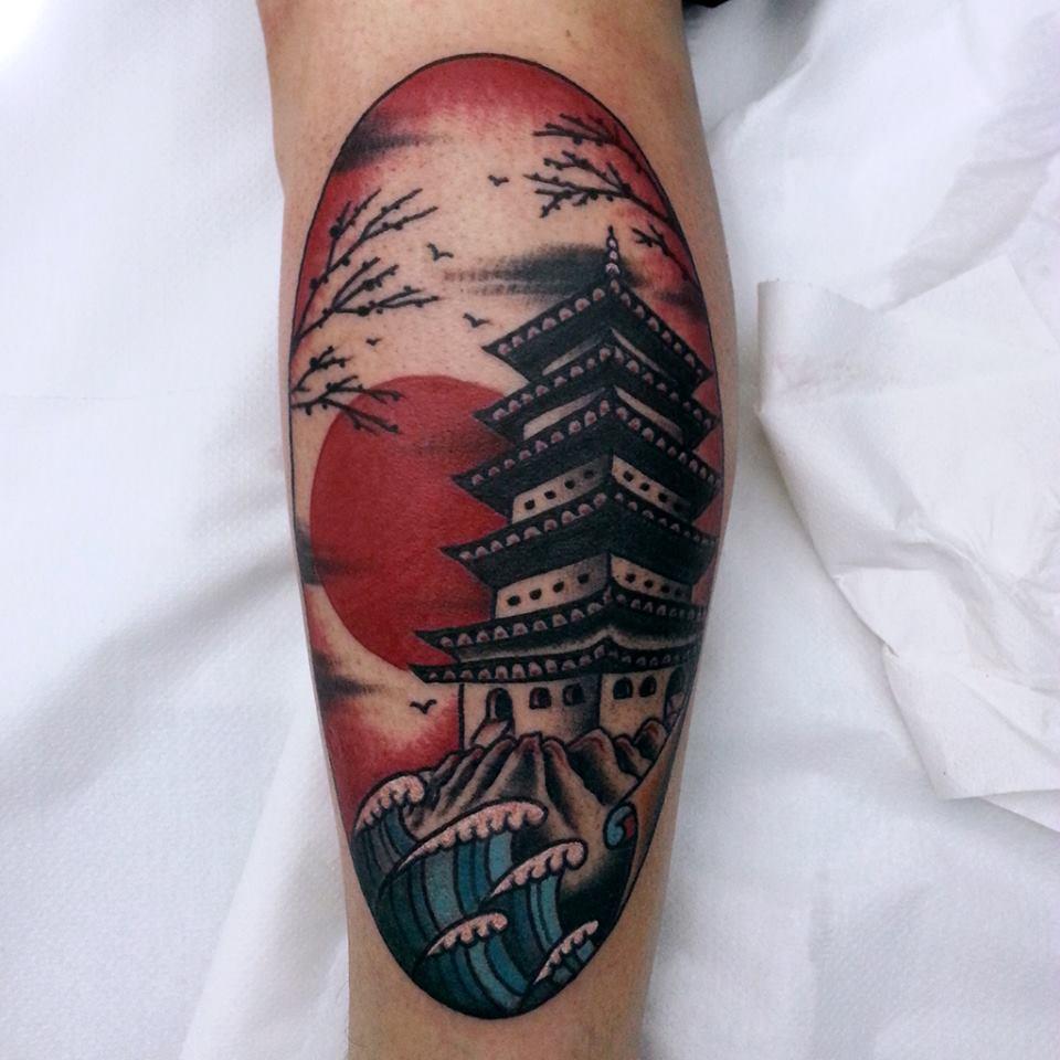 Tatuaje de una pagoda japonesa con el sol de fondo - Tattoos geishas japonesas ...