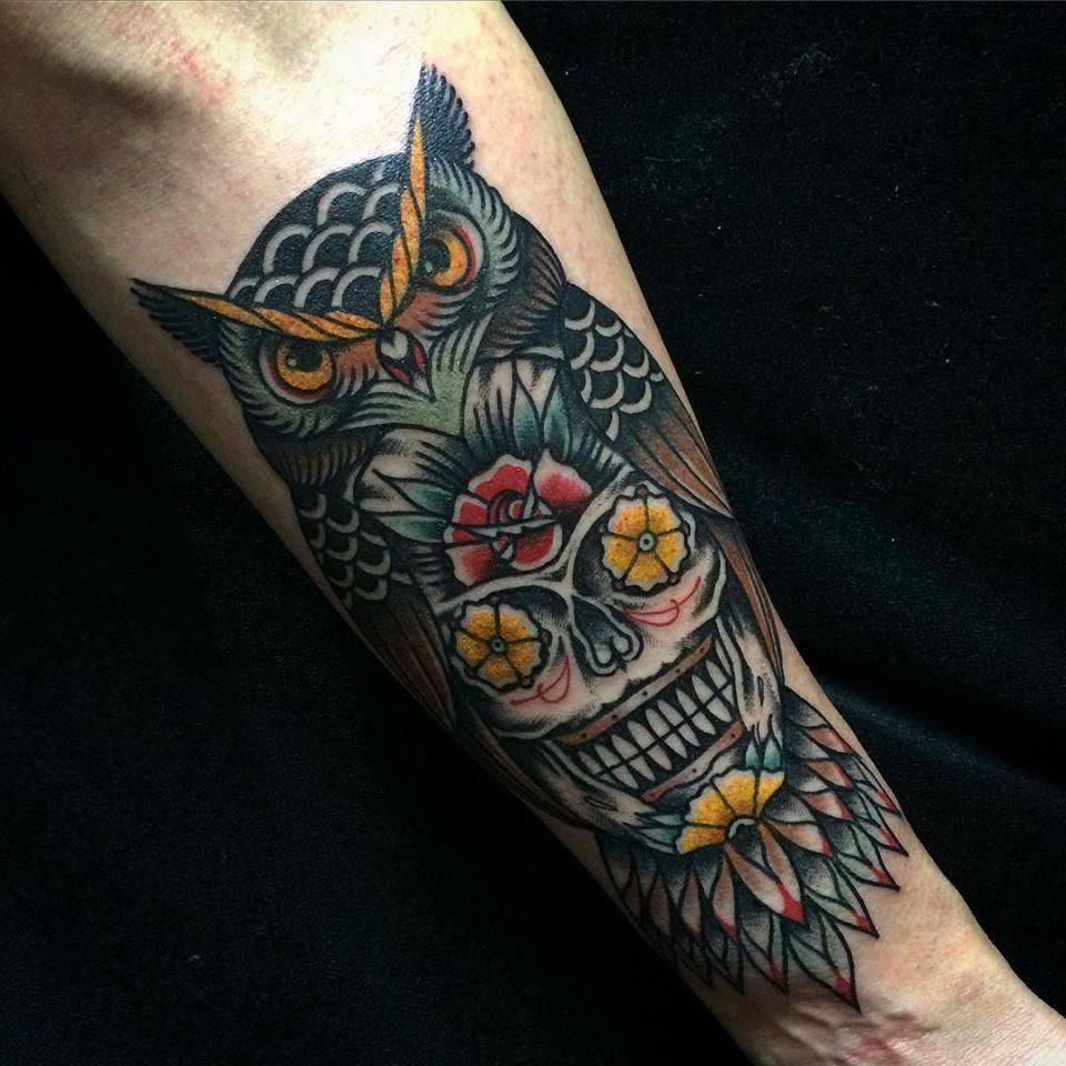 Tatuaje de un b ho calavera con flores en los ojos - Tattoo disenos a color ...