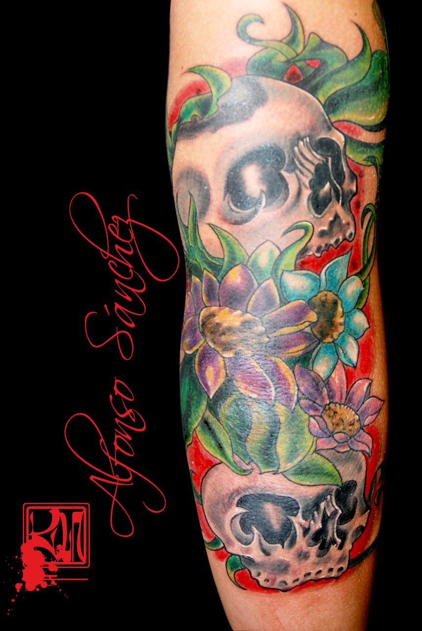 3 Monos Sabios Tatuajes tatuaje de calaveras entre flores