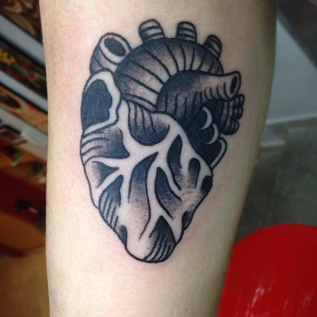 Tatuaje De Un Corazón Blanco Y Negro Old Schhol