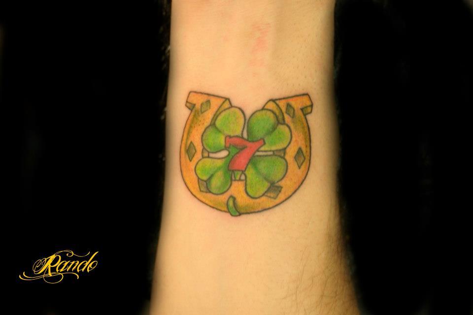 Tatuaje de la suerte una herradura un tr bol de 4 hojas - Cosas para la buena suerte ...