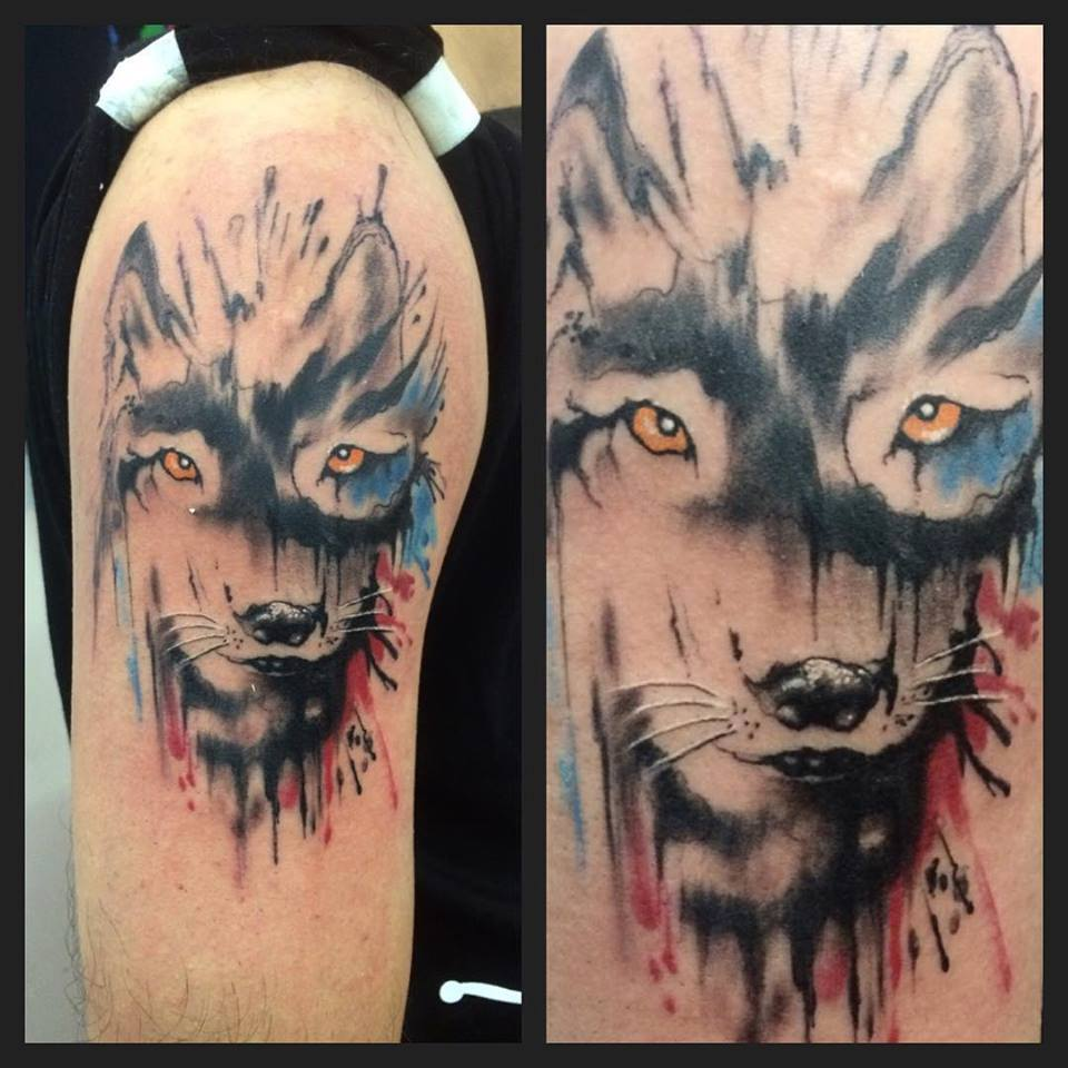 Tattoo De Una Cara De Lobo Pintada En El Hombro