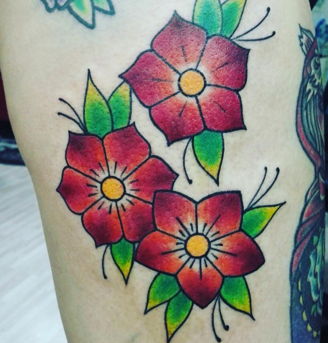 Tattoo de 3 flores old school