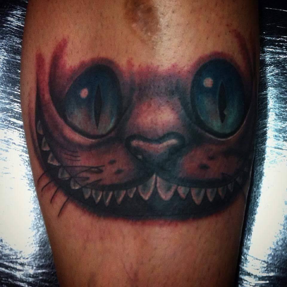 tattoo de la cara del gato de alicia en el pa s de las maravillas tatuajes de gatos. Black Bedroom Furniture Sets. Home Design Ideas
