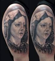 Tattoo de una virgen llorando