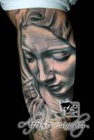 Tattoo de la virgen llorando