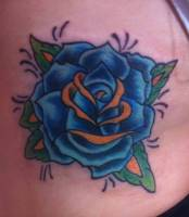 Tattoo de una rosa old school en color