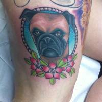 Color tattoo de un perro